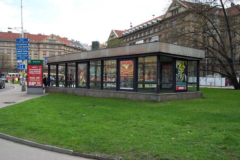 Pre porovnanie: architekti starších staníc na zastrešenie nezabúdali. Foto - Petr Šlégr