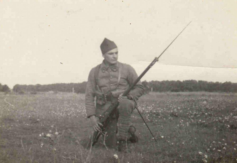 Ján Bačík vo Francúzsku v roku 1940. Foto - Post Bellum