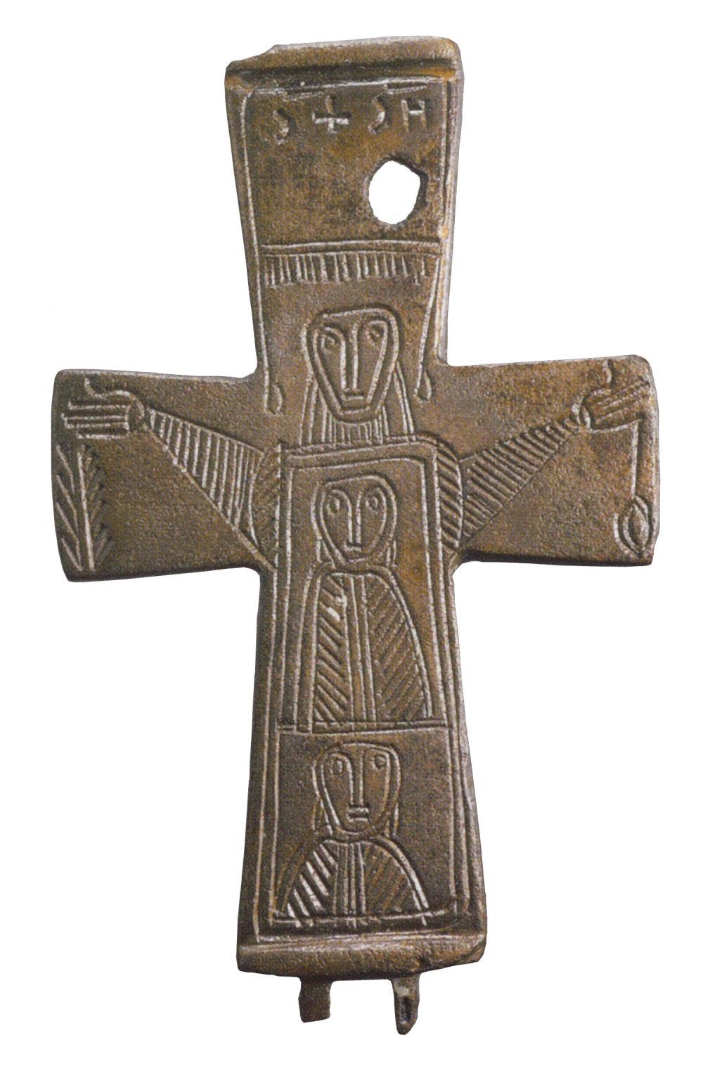 Kríž z Veľkej Mače pri Seredi pochádza pravdepodobne z 9. storočia. Vyrobili ho zrejme v Byzancii. Vyobrazuje svätú Trojicu. Bol aj na slovenskej desaťkorunáčke. Foto - Archeologické múzeum Bratislava, SNM