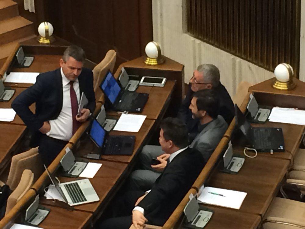 Poslanci aj predseda parlamentu Peter Pellegrini čakajú, aký bude konečný návrh zákona o Váhostave. Foto Denník N - Martina Pažitková