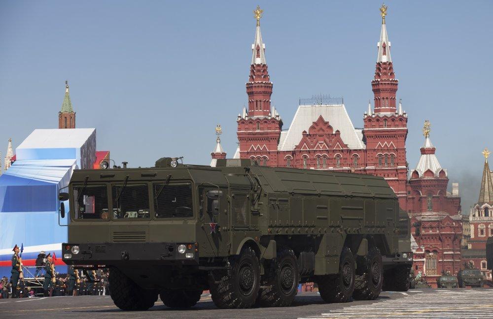 S Iskandermi v Kaliningrade strašia Rusi od kedy sa hovorí o protiraketovom dáždniku v Európe. Ten by si s nimi zrejme neporadil. FOTO - TASR/AP