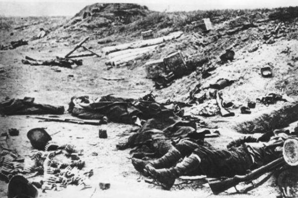 Po bojoch na kóte 534 počas bojov v Duklianskom priesmyku. Foto - Vojenský historický ústav