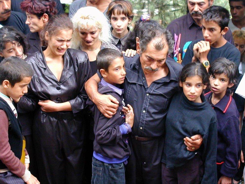 Na pohrebe v Lietavskej Lúčke bolo asi 600 ľudí. Strážilo ho 20 policajtov. Foto - Tasr