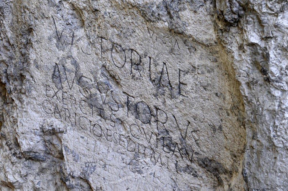 Rímsky nápis v Trenčíne. Foto - TASR