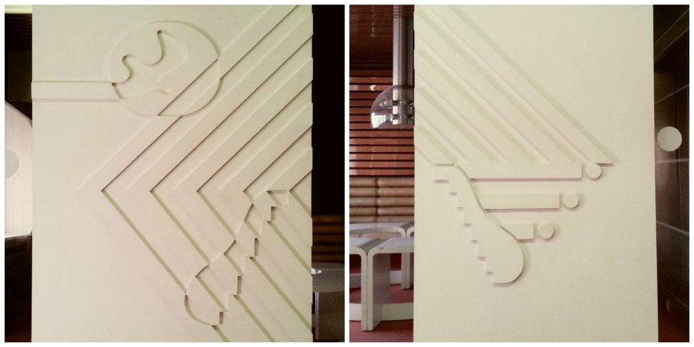 Detail reliéfu posuvných krídel drevených dverí salónika. Foto - Lívia Pemčáková.