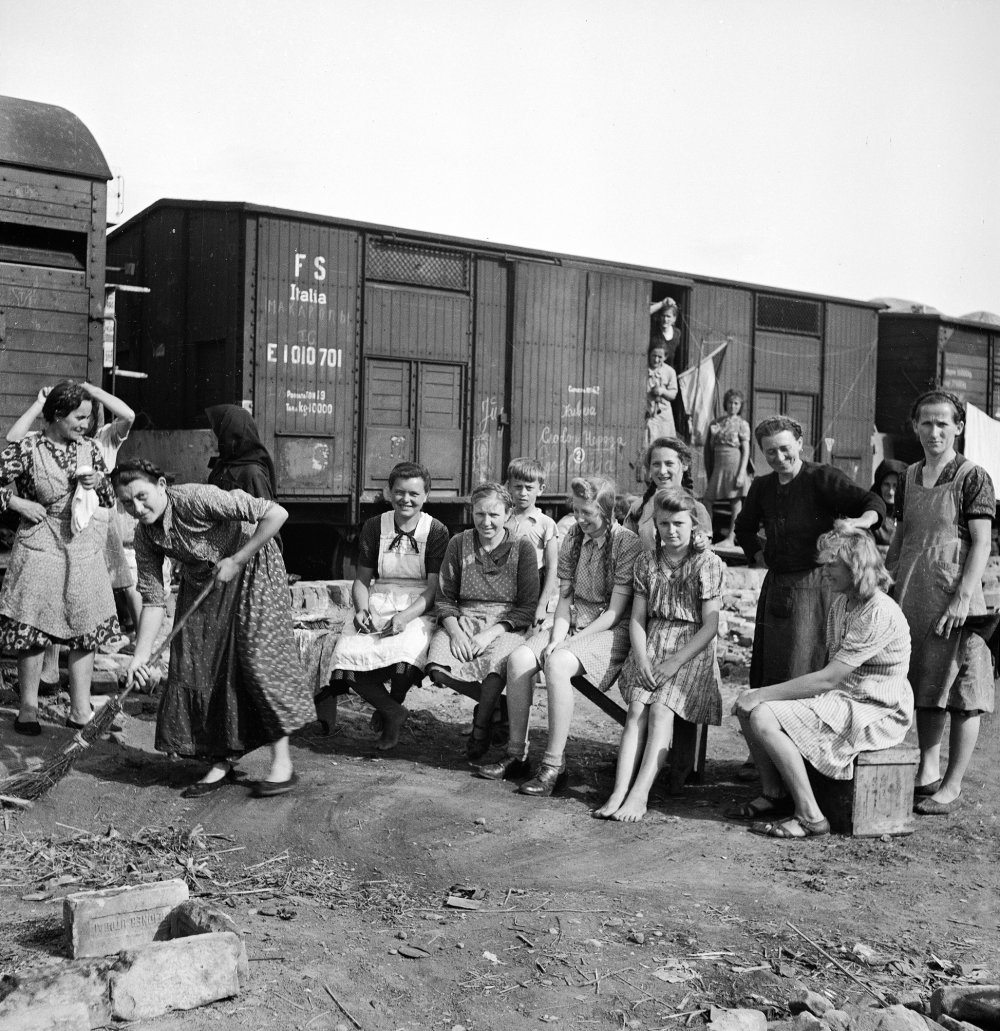 Nemeckí evakuanti vracajúci sa zo Sudet na Slovensko. Foto Roller archív TASR 10. júl 1945 *** Local Caption *** Èeskoslovensko archívna snímka sken scan repro politika menšiny