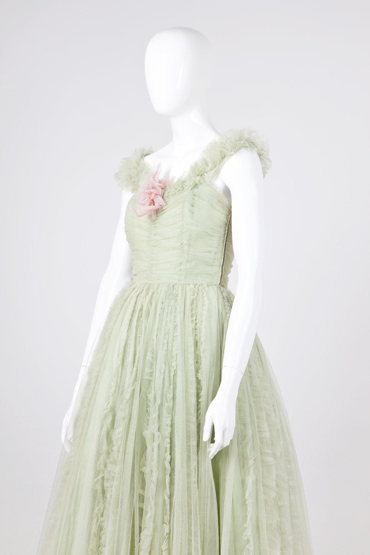Dámske plesové šaty ztylu, Styl, 1957. FOTO - JANA HOJSTRIČOVÁ