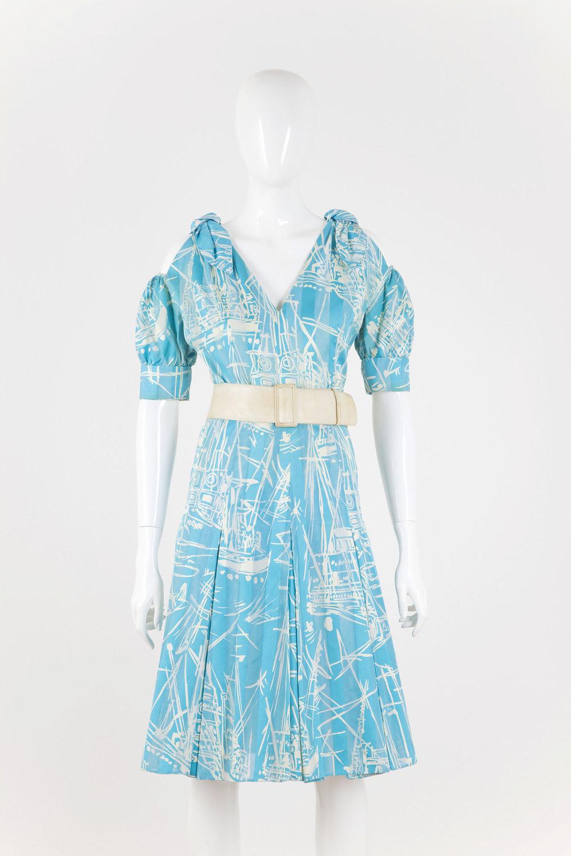Dámske letné šaty  zo vzorovaného  hodvábu, Styl, prvá polovica 60. rokov. FOTO - JANA HOJSTRIČOVÁ