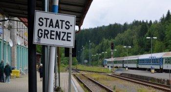 Bahnhof_Bayerisch_Eisenstein_Staatsgrenze_2012_06_14