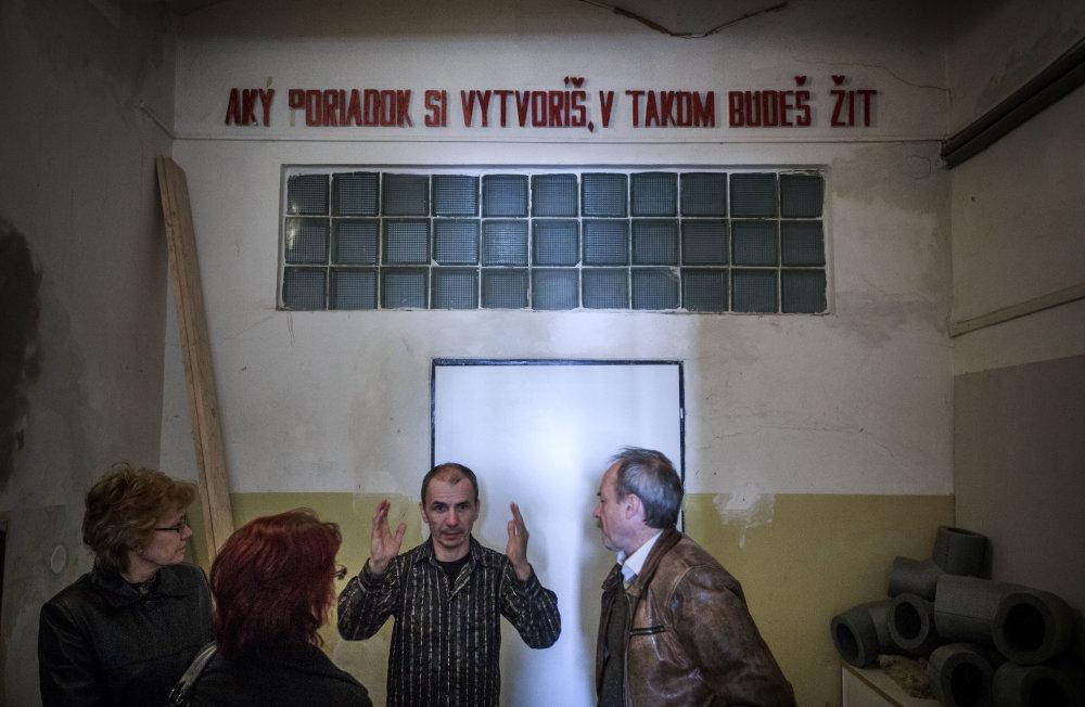 Peter Radkoff s návštevou z kraja, ktorá Tabačku združeniu Bona Fide prenajala a neskôr našla aj peniaze na jej rekonštrukciu. Foto N - Tomáš Benedikovič