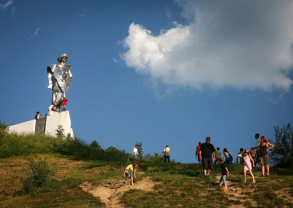 Socha Jánošíka nad obcou Terchová. Foto N - Tomáš Benedikovič