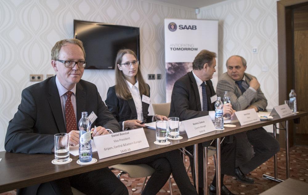 Vzájomnú družbu predstavili Saab a košická univerzita minulý štvrtok. Foto N - Tomáš Benedikovič