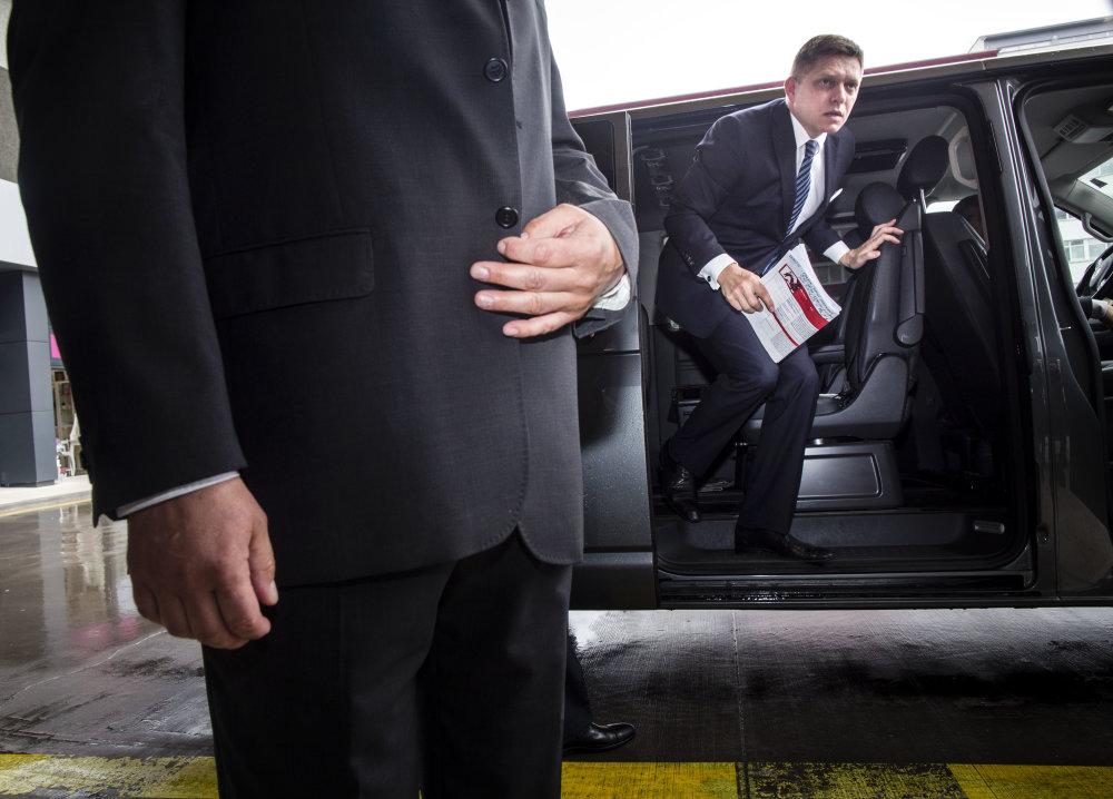 Predseda strany Smer  Robert Fico prichádza na pracovný snem strany. Foto N - Tomáš Benedikovič
