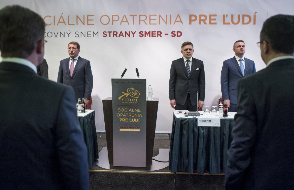 Podpredseda Pavol Paška, predseda Robert Fico a podpredseda Peter Pellegrini počas pracovného snemu strany Smer. Foto N - Tomáš Benedikovič