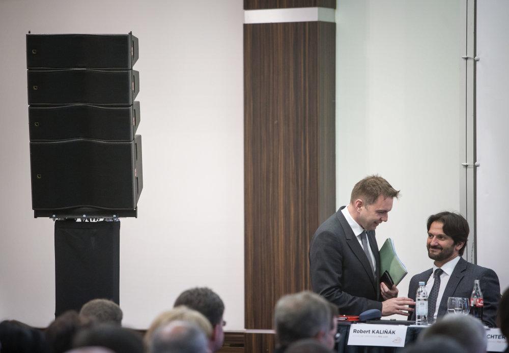 Peter Kažimír a Robert Kaliňák počas pracovného snemu strany Smer. Foto N - Tomáš Benedikovič