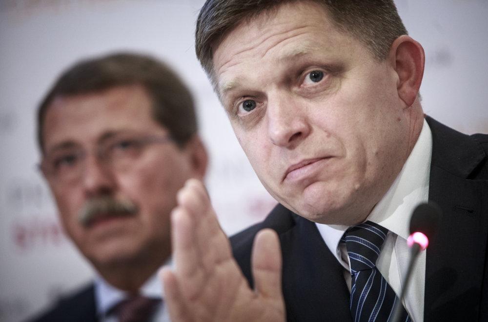 Pavol Paška a Robert Fico počas tlačovej besedy po pracovnom sneme strany Smer. Foto N - Tomáš Benedikovič