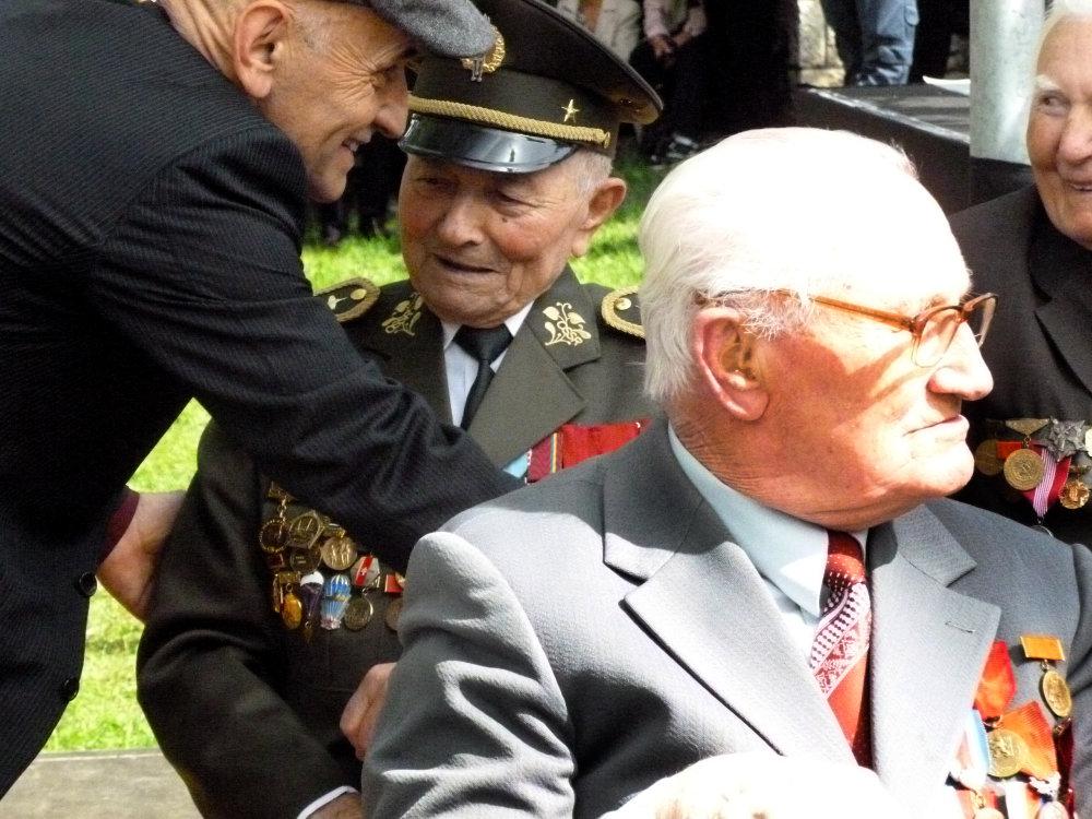 Brigádny generál Ján Iľanovský - v pozadí. Foto N - Daniel Vražda
