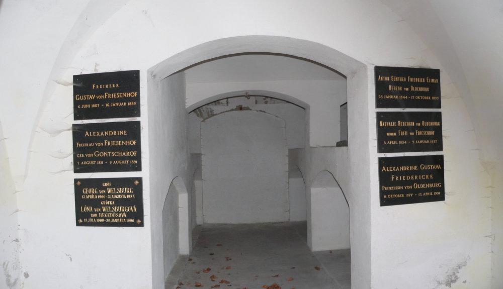 Rodinná hrobka v podzemí kostola, foto © Fedor Polóni
