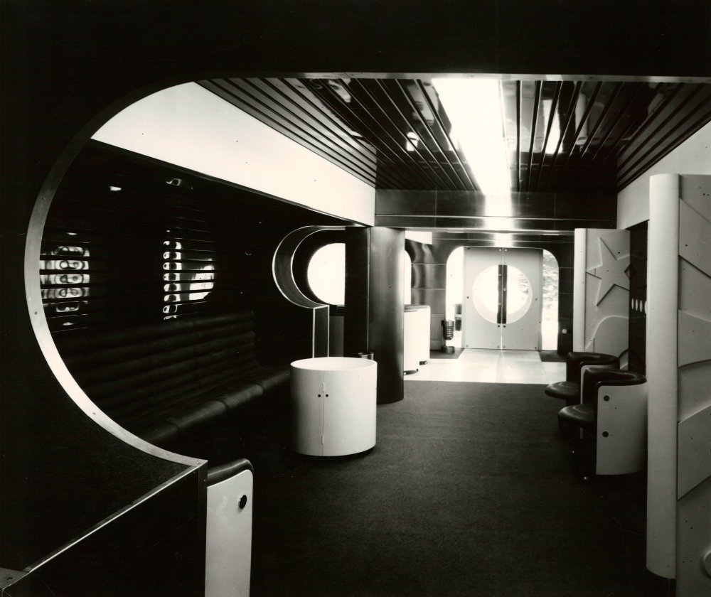 Dobové fotografie Vládneho salónika zo 70. rokov.