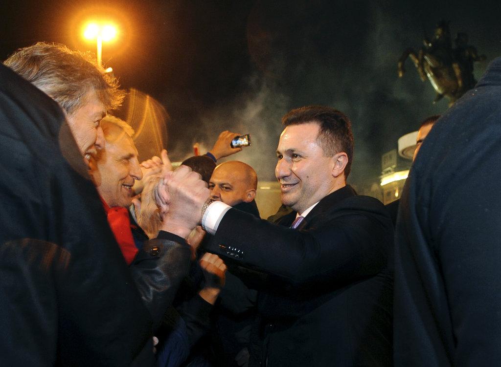Macedónsky premiér a líder  konzervatívnej strany VMRO-DPMNE Nikola Gruevski  po minuloročnom víťazstve vo voľbách. FOTO - TASR/AP
