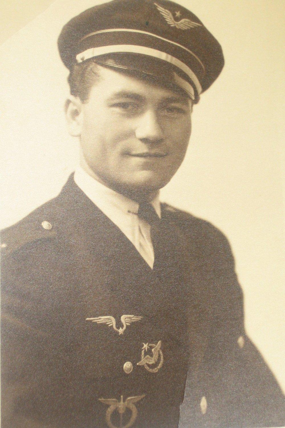 Ivan Schwarz ako letec RAF. Foto - Post Bellum
