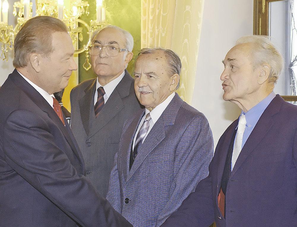 Jozef Tóth (v strede). FOTO - TASR