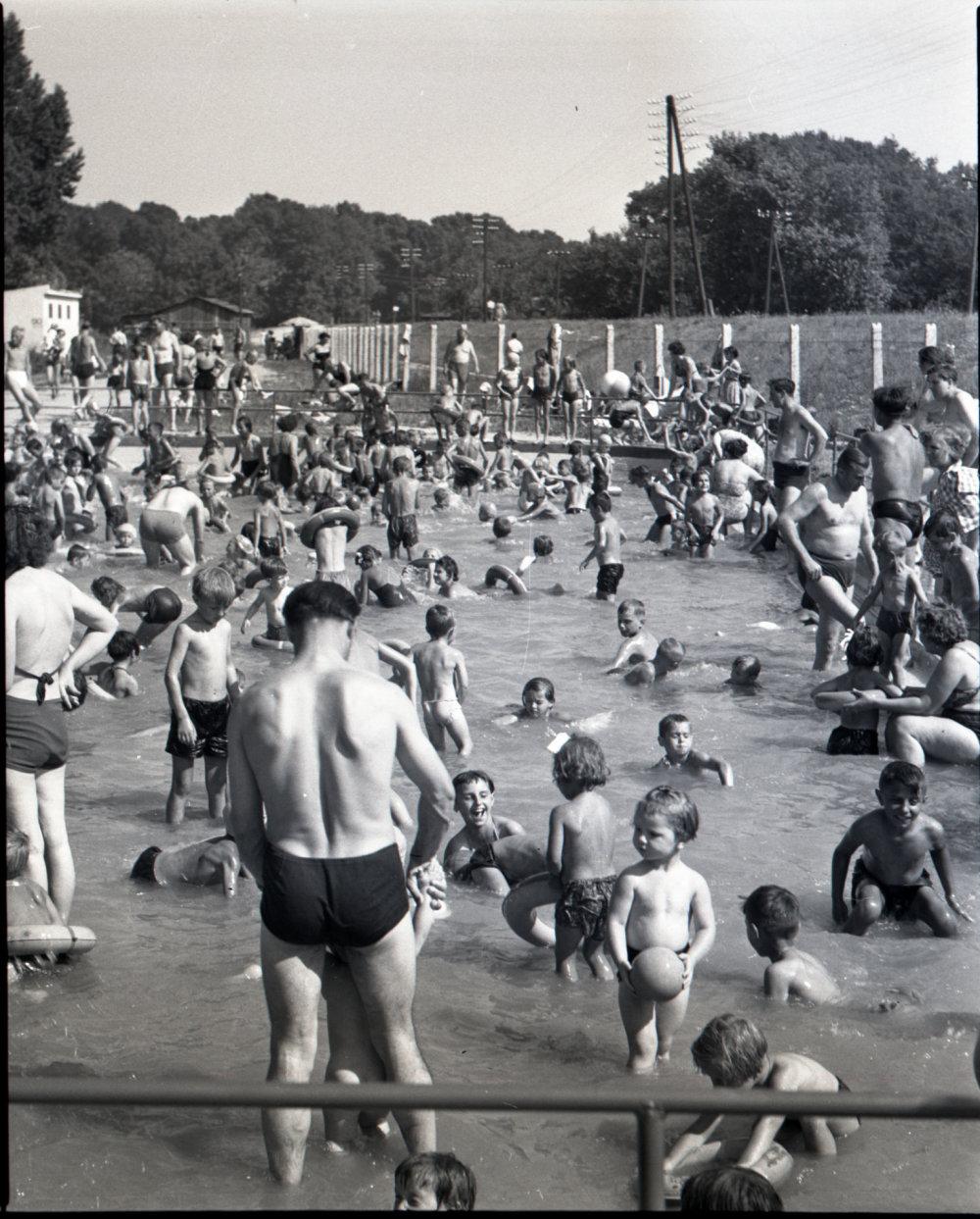 073_07 kupalisko LIDO v Petrzalke r1956