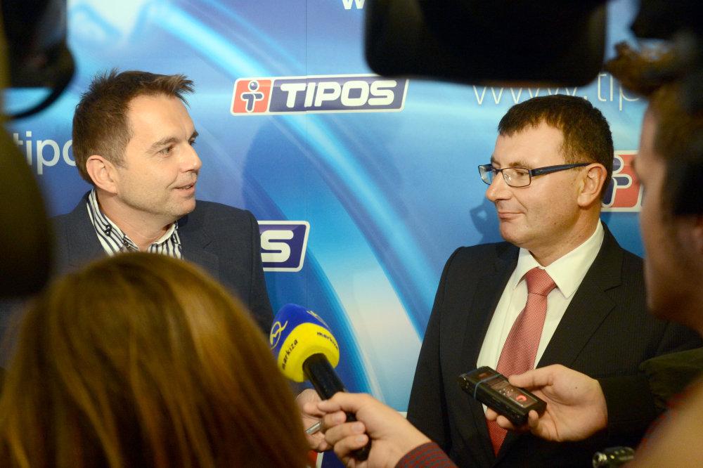 Minister financií Peter Kažimír a prezident finančnej správy František Imrecze. Foto – TASR