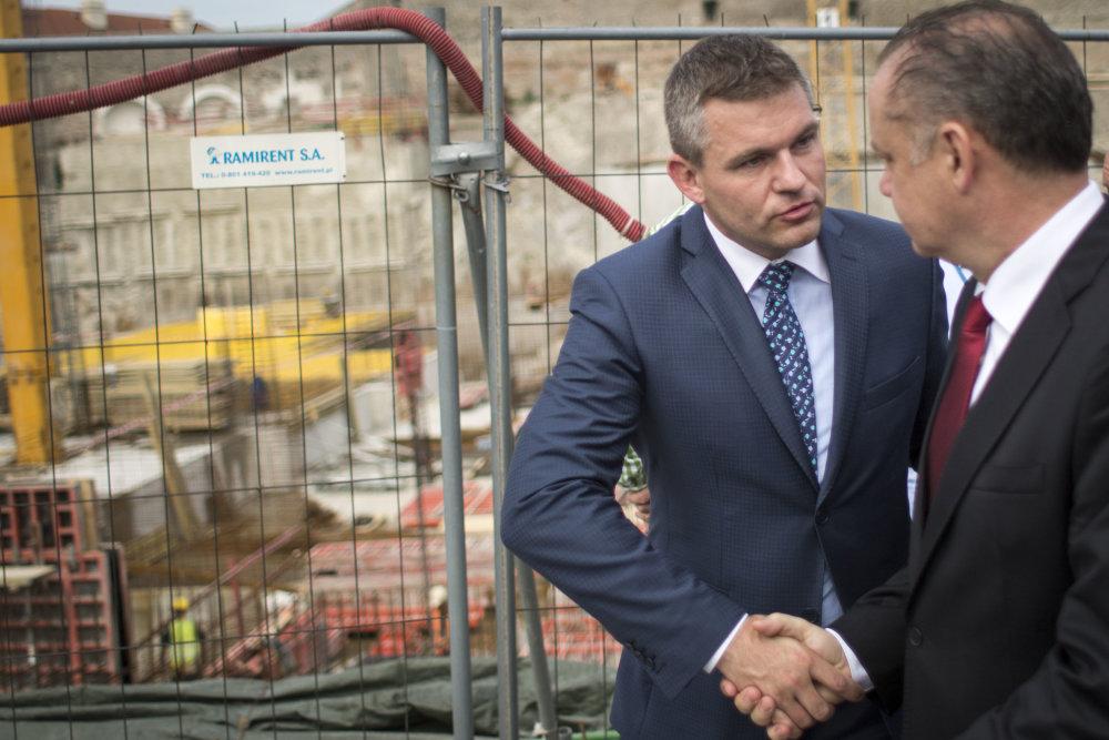 Na začiatku júna Peter Pellegrini presviedčal prezidenta Andreja Kisku, že na stavenisku pri Bratislavskom hrade sú pamiatky ochránené. Foto N – Vladimír Šimíček