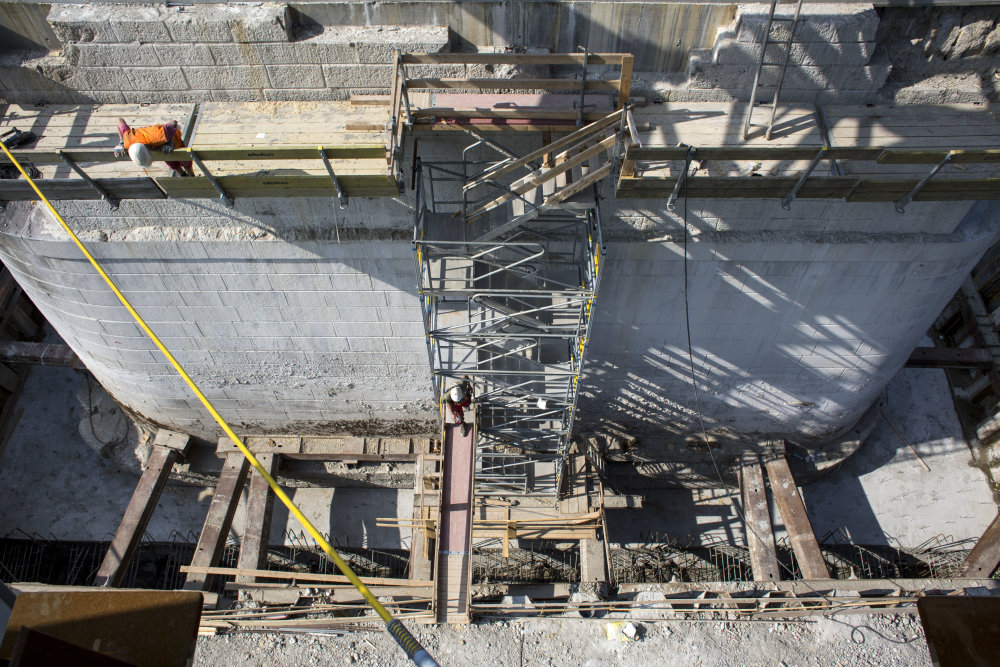 9.6.2015 BRATISLAVA: Stavba Starého mosta. ( foto Vladimír Šimíček / N )