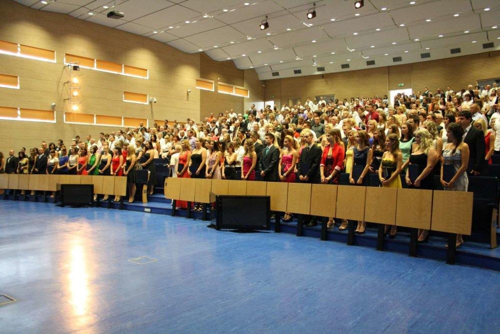 V Aule Ekonomickej univerzity v Bratislave sa konajú len bakalárske promócie. Foto - EUBA