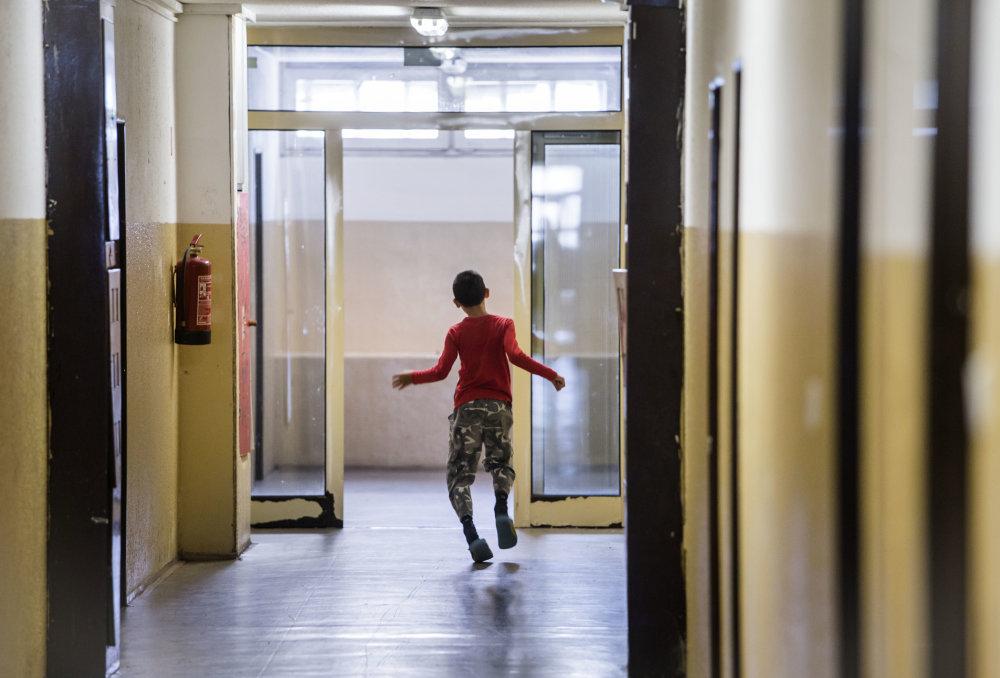 Ubytovňa Fortuna Deti nepobehujú v blízkej prírode, žijú skôr na chodbách. Foto N - Tomáš Benedikovič