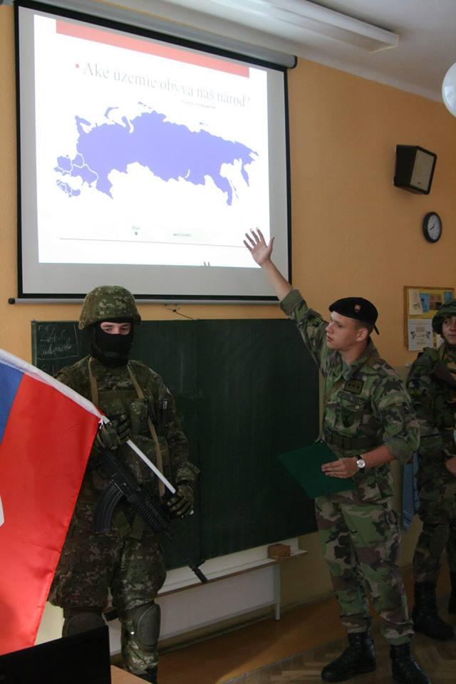 Prednáška v Ludnaniciach na tému Aké územie obýva náš národ?  Foto - Slovenskí branci