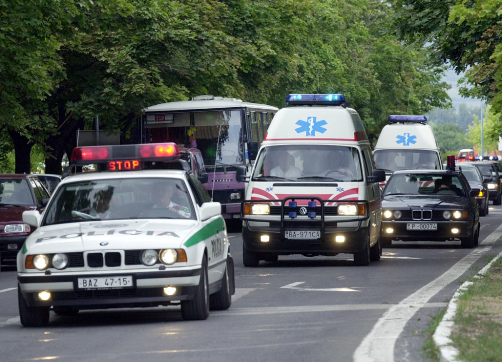 Prevoz prezidenta z nemocnice na letisko, odkiaľ ho previezli do Innsbrucku. Foto - TASR