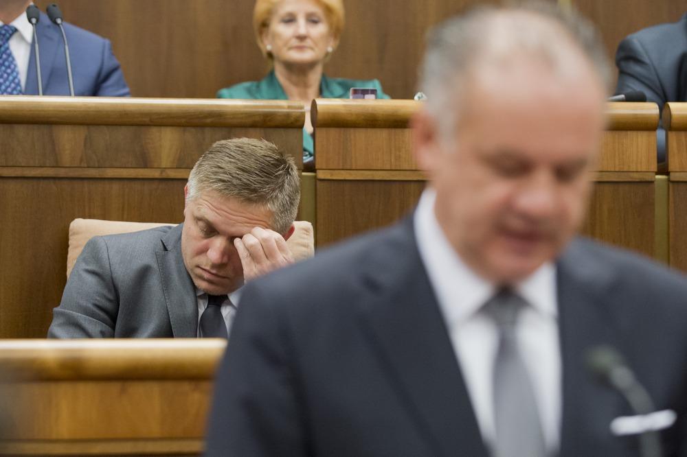 V prezidentských voľbách nakoniec zostal Fico za Kiskom. Foto - TASR