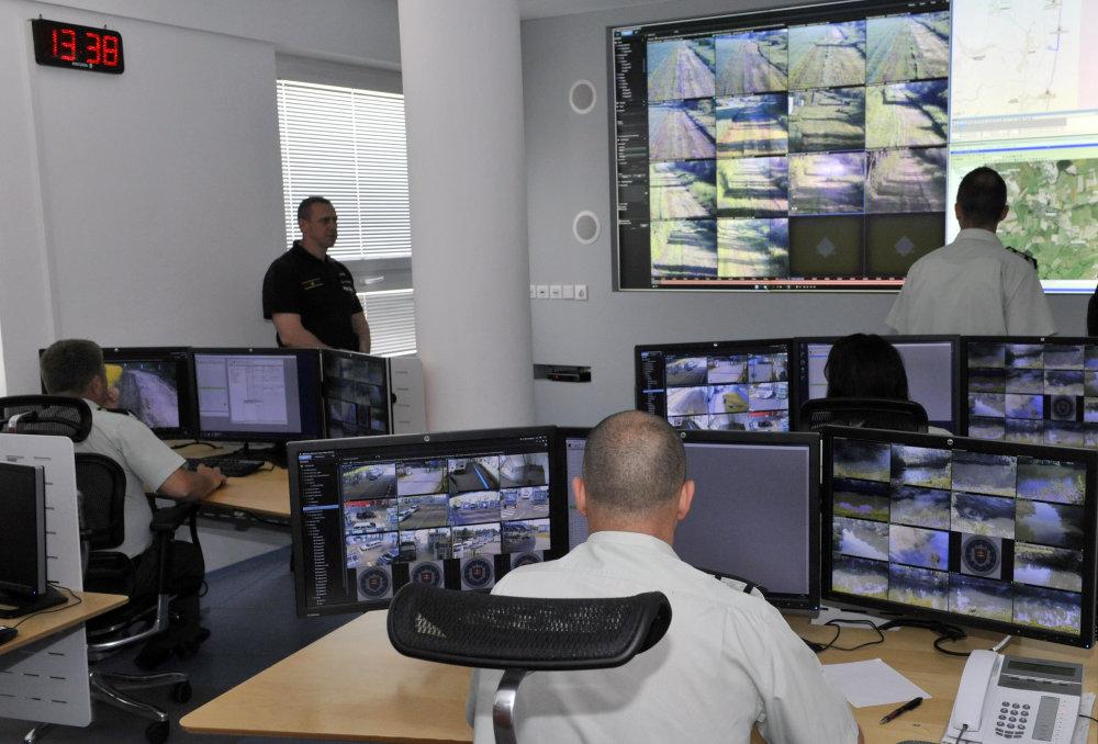 Na veliteľstvo v Sobranciach sa zbiehajú informácie o tom, čo sa deje na hranici. Foto - TASR