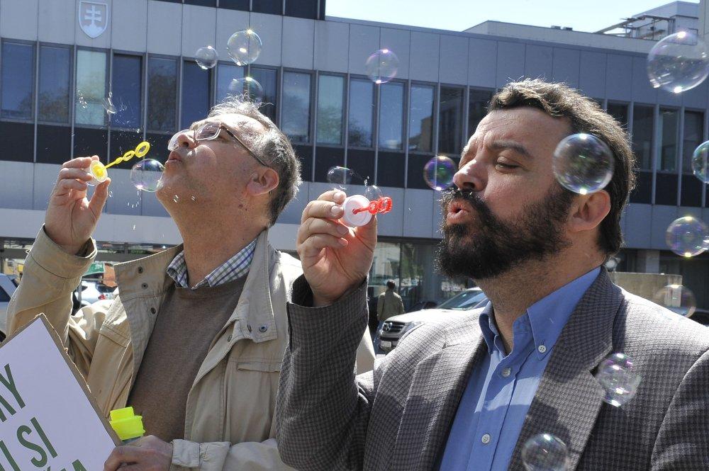 Eduard Chmelár (vpravo) sníva o politickej kariére. Foto - TASR