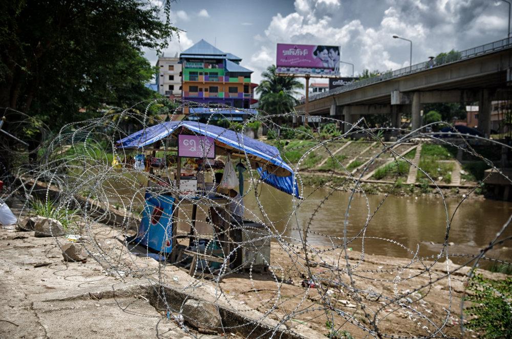 Hranica medzi Barmou a Thajskom neďaleko Mae Sot. Foto - Tomáš Forró