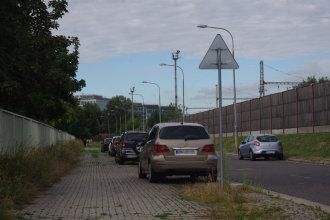 Parkuje sa, kde sa dá. Autor: V. Dolinay