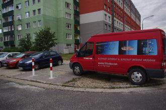 Na parkovanie je dobrý každý voľný meter. Autor: V. Dolinay