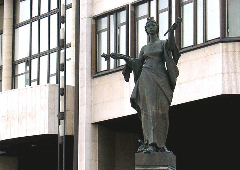 Kulichova socha pred Národnou radou. Foto - TASR