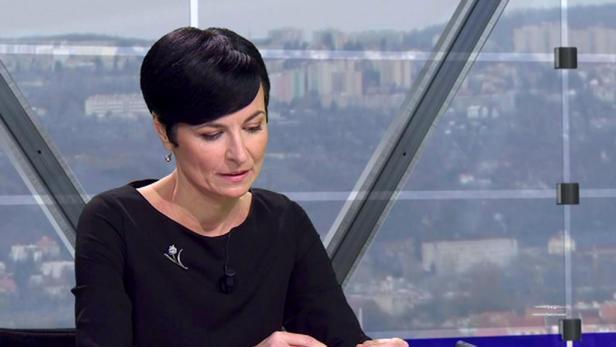 Lenka Bradáčová (roč. 1973) vyštudovala Právnickú fakultu na pražskej Univerzite Karlovej. Začínala ako žalobkyňa v Litoměřiciach, v roku 2003 nastúpila ako námestníčka Krajského štátneho zastupiteľstva v Ústi nad Labem. V roku 2012 bola menovaná do čela Vrchného štátneho zastupiteľstva v Prahe. Okrem toho prednáša na Justičnej akadémii a pôsobí ako prezidentka Únie štátnych zástupcov. Foto - Česká televize