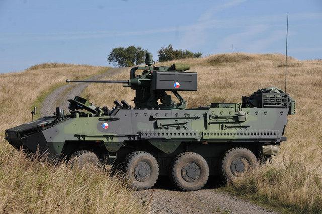 Nákup transportérov Pandur sa stal jedným z najväčších korupčných škandálov v českej armáde. Snahy riešiť ich na Slovensku zatiaľ opozícii nevychádzajú. Foto - AČR