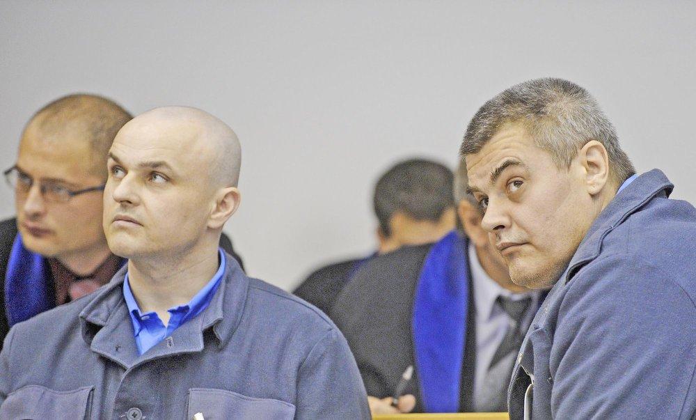 Na snímke obžalovaní vpravo Jozef K. a vľavo Rastislav Š. pred súdnym pojednávaním v kauze Kyselinári 26. októbra 2009 v Bratislave. FOTO TASR - Martin Baumann *** Local Caption *** obžalovaní Jozef Kákony  Rastislav Šitta