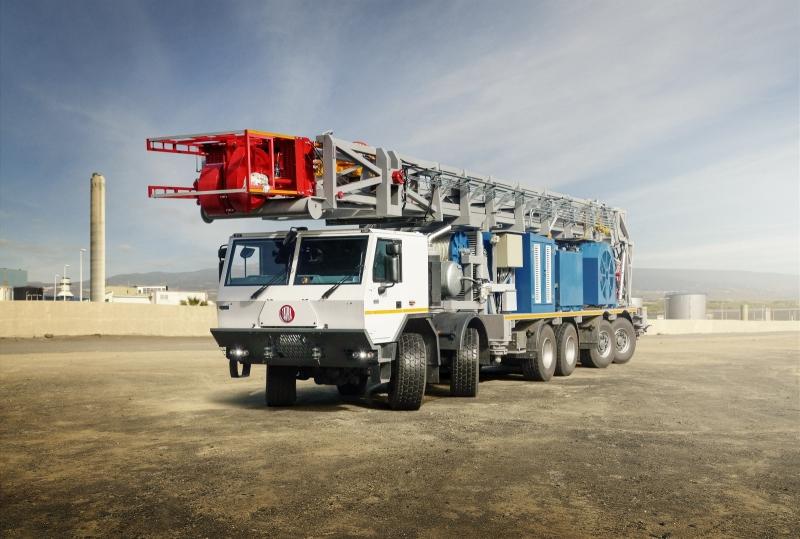 Na prevážanie zariadení na ťažbu ropy či plynu upravuje Tatra hlavne modely radu 817. Doteraz šlo ale maximálne o vozidlá so šiestimi nápravami. Foto - Tatra