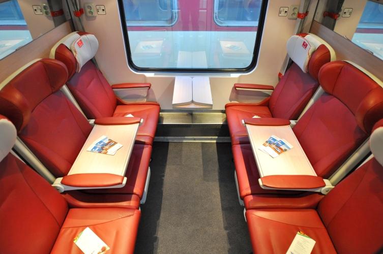 ZSSK pri príchode RegioJetu zaviedla vo vlakoch InterCity prémiovú triedu 1 plus, kde má cestujúci v cene lístka aj trojchodové menu. Foto - ZSSK