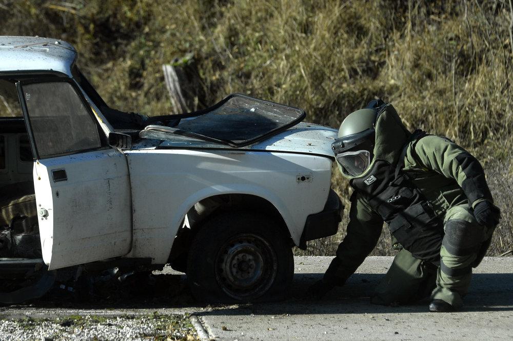 Vojaci sú už len profesionáli, posielame ich najmä do misie do zahraničia. Tak, ako tohto pyrotechnika vycvičeného v Novákoch. Foto - TASR