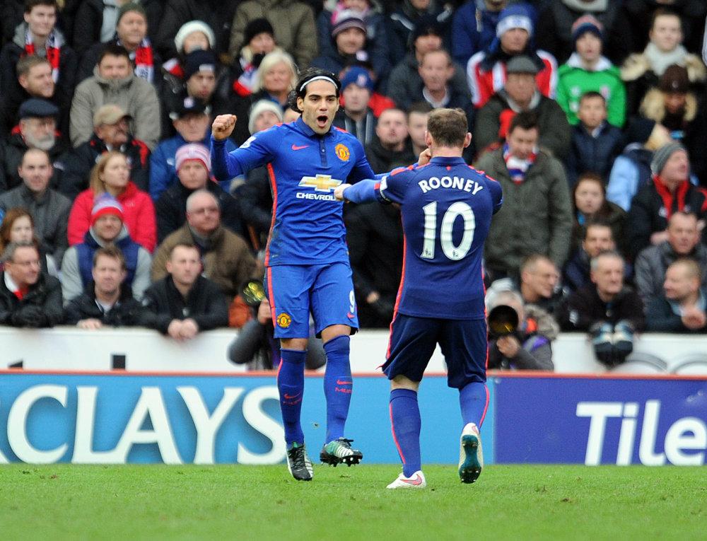 Falcao si s Rooneym príliš nerozumel. V Chelsea dostane druhú šancu po boku Diega Costu. Foto - AP