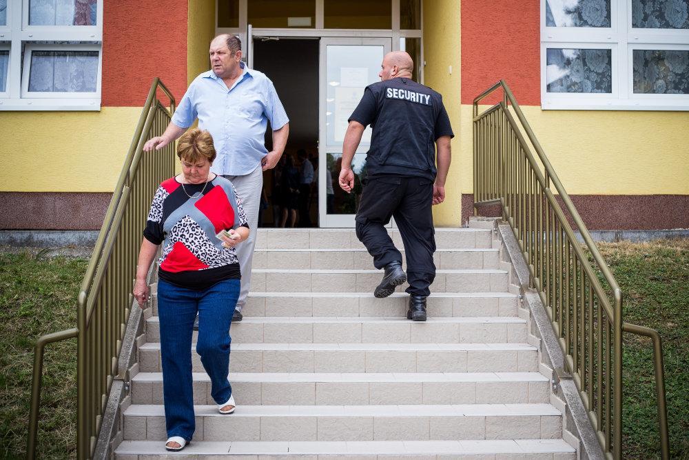 Budovú školy strážia SBSkári. Foto N - Matej Dugovič