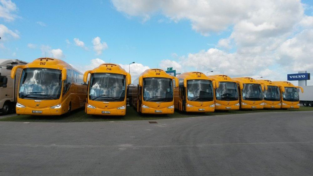 Na linke Bratislava-Nitra-Banská Bystrica jazdí RegioJet od februára. Nasadzuje na nej moderné španielske autobusy Irizar so zabudovanými monitormi. Foto - RegioJet